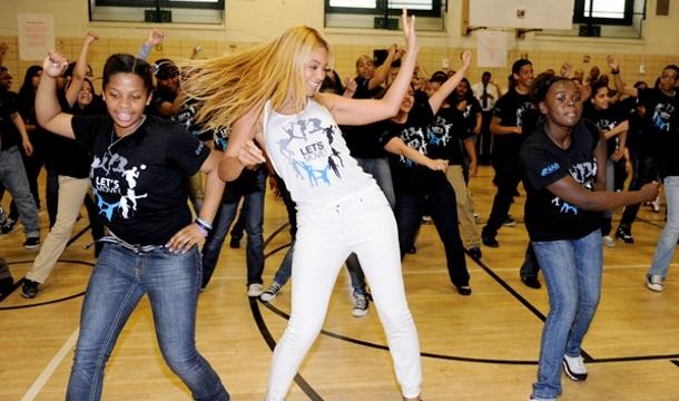 Beyonce-041212-1